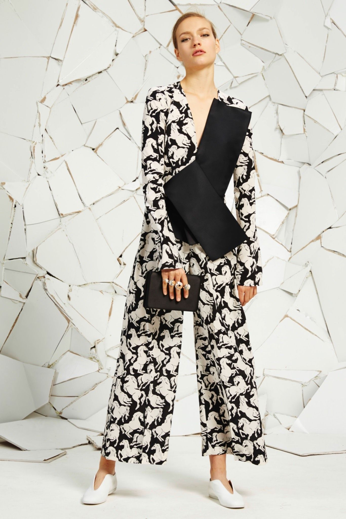 Stella McCartney Resort 2016 - Collection - Gallery - Style.com   http://www.style.com/slideshows/fashion-shows/resort-2016/stella-mccartney/collection/24