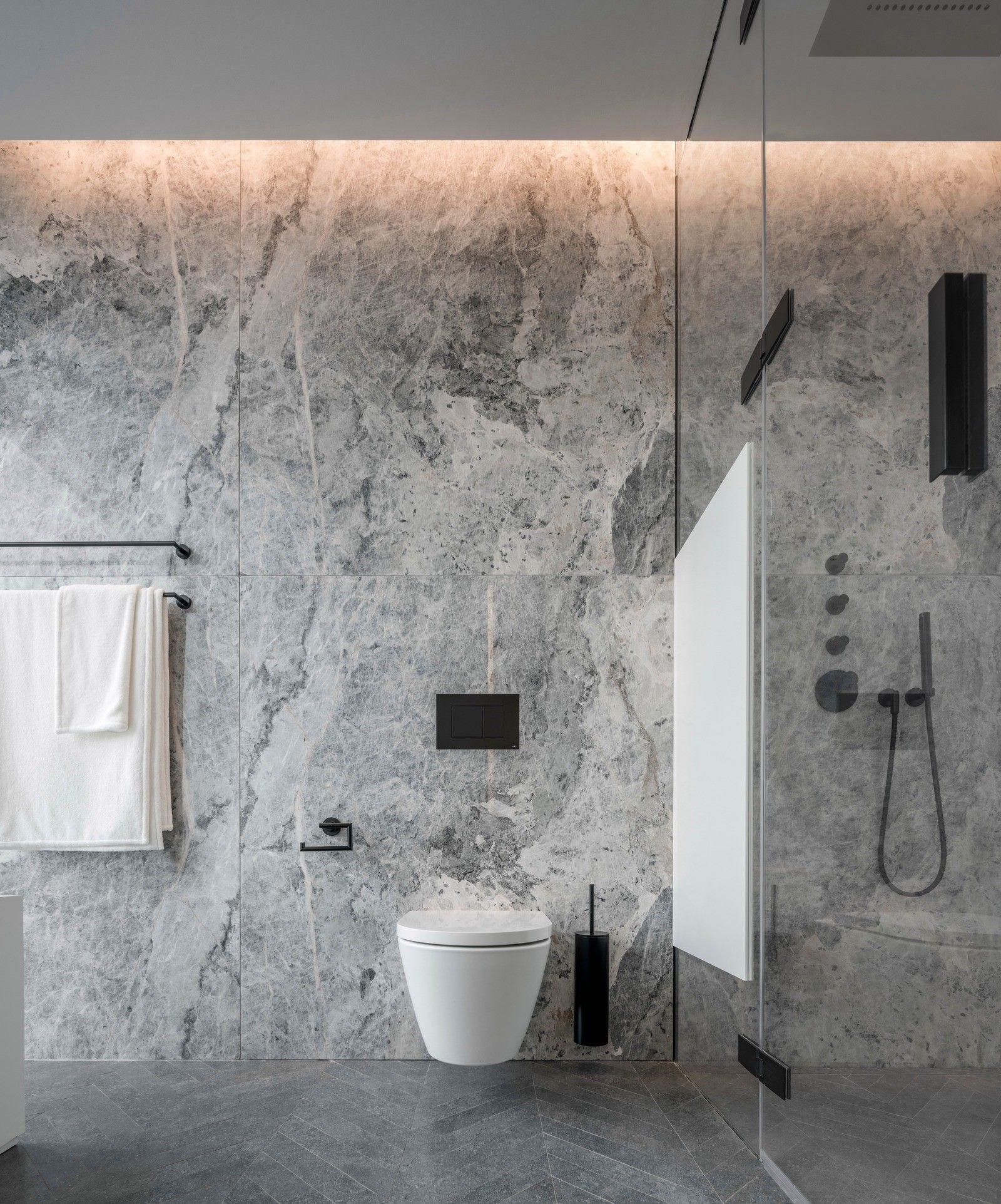 Wie Sie Ihr Badezimmer in Grau einrichten 40