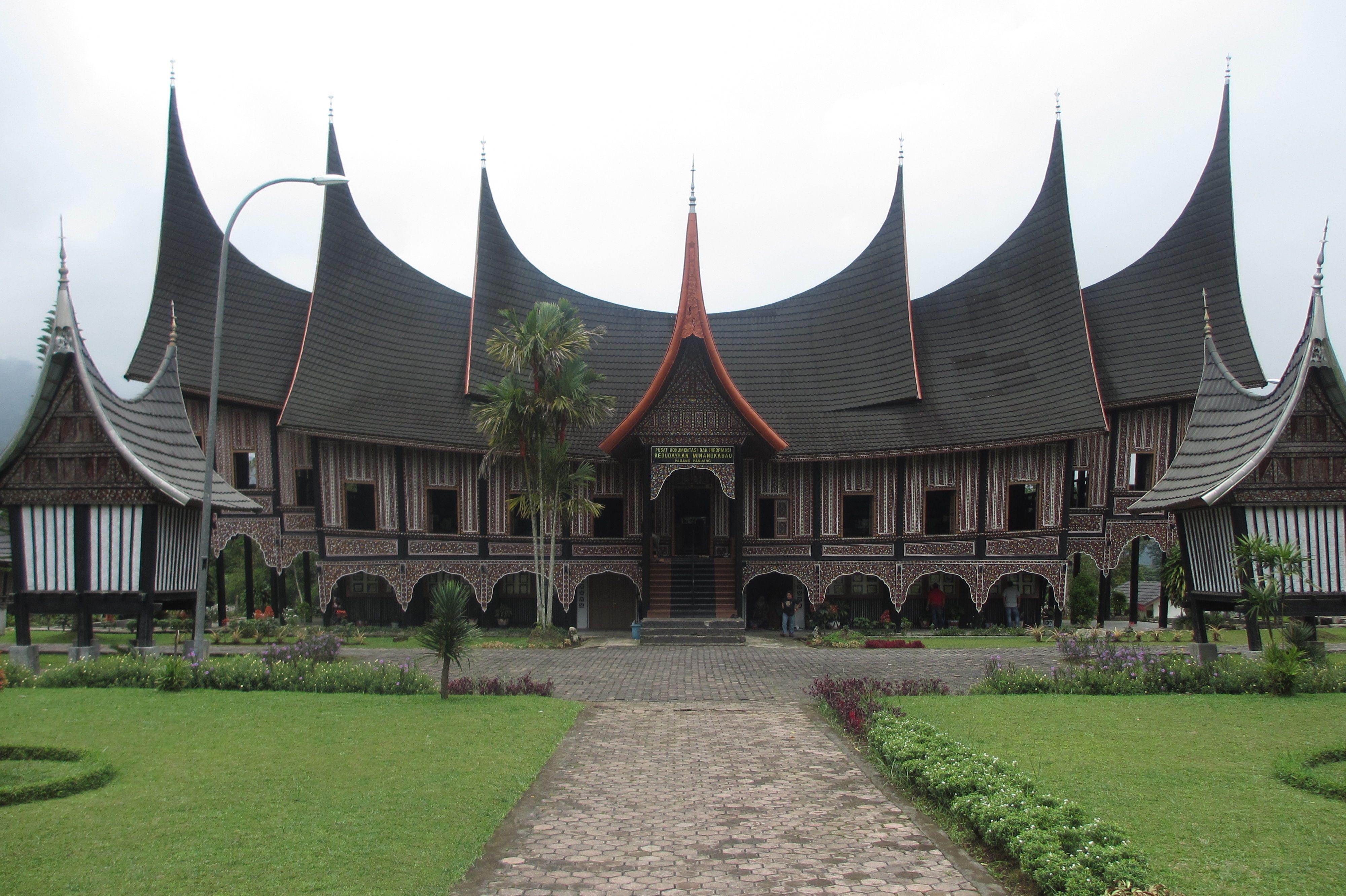 Asal Provinsi Rumah Adat Lamin