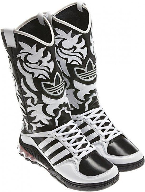 online retailer afe38 e9137 Jeremy Scott lo supera todo. Fusión de bota vaquera con tennis Adidas.