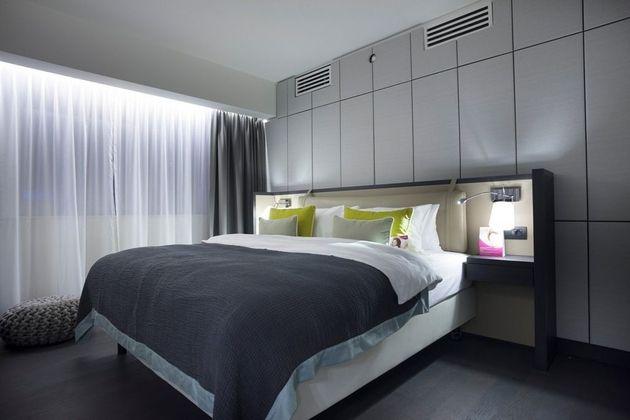 Schlafzimmer Teppichboden ~ Schlafzimmer weiß bett kopfteil shaggy teppich schlafzimmer