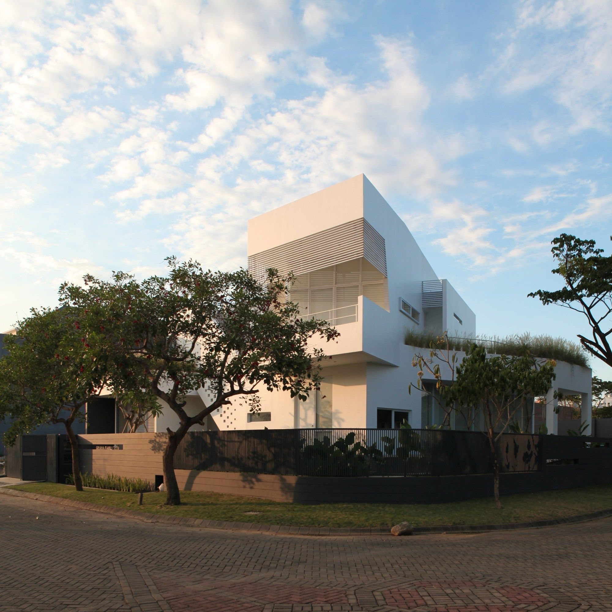 Armani Casa Has A New House Designed By Cesar Pelli: IPCW Residence / Ivan Priatman Architecture