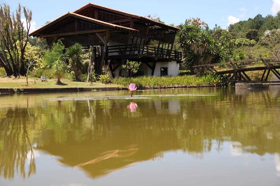 Jardim Botânico de Brasília - Criado em 1985, foi o primeiro jardim botânico do Brasil com um ecossistema predominante do Cerrado. Possui cerca de 5.000 hectares, dos quais 526 hectares são abertos à visitação, com plantas nativas e exóticas, além de uma trilha ecológica com 4.500 metros.