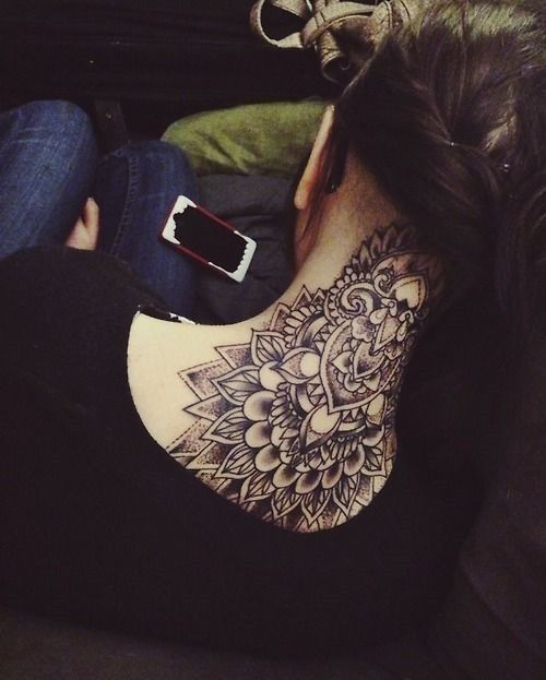 40 Beautiful Back Neck Tattoos For Women: Amazing Back Of Neck Tattoos For Girls (7)