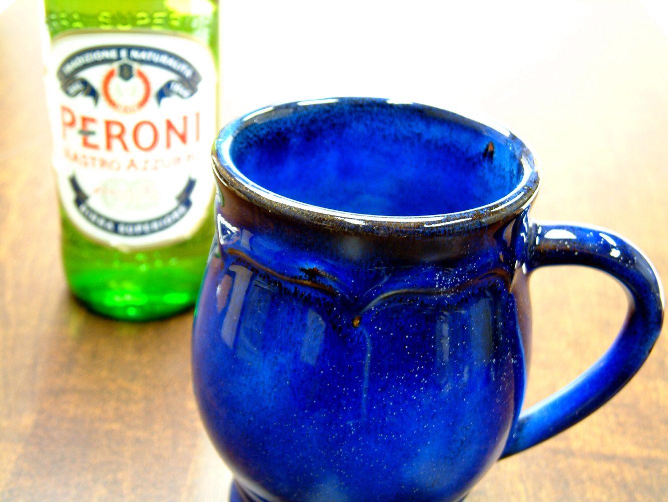 青い陶磁器はとっても綺麗