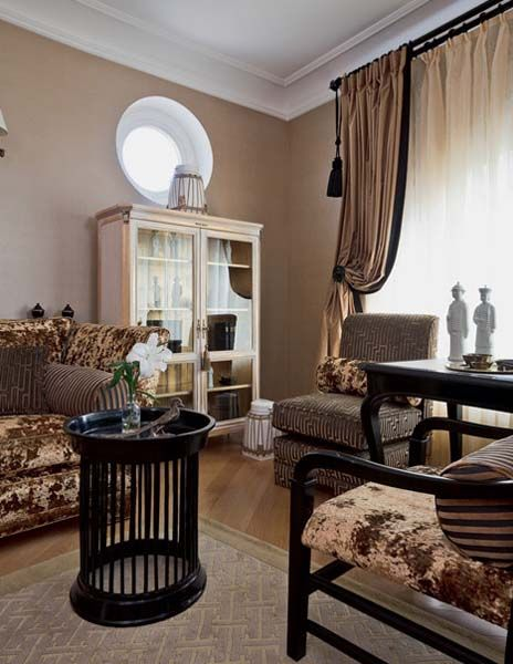 Traditional Home Decor Style For Large Apartment Decorating In