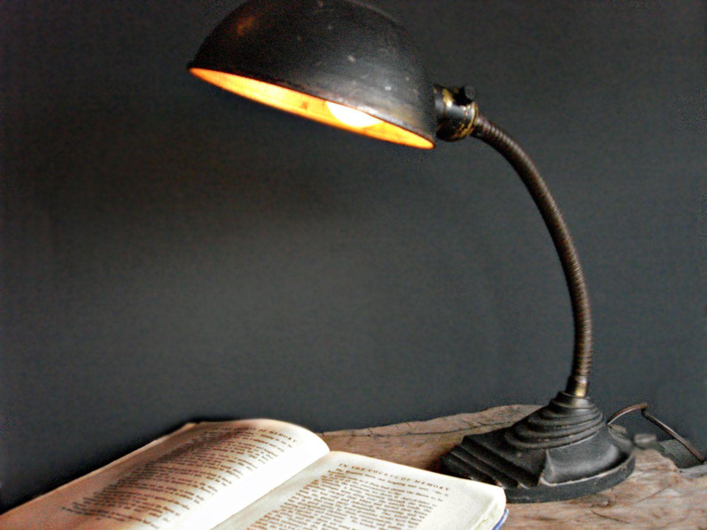 Vintage 40s cast iron metal deco industrial gooseneck desk lamp light - Art Deco Cast Iron Gooseneck Lamp 1930 S Eagle Desk Dresser Lamp Black Vintage Industrial Lighting In Working Condition Home Decor