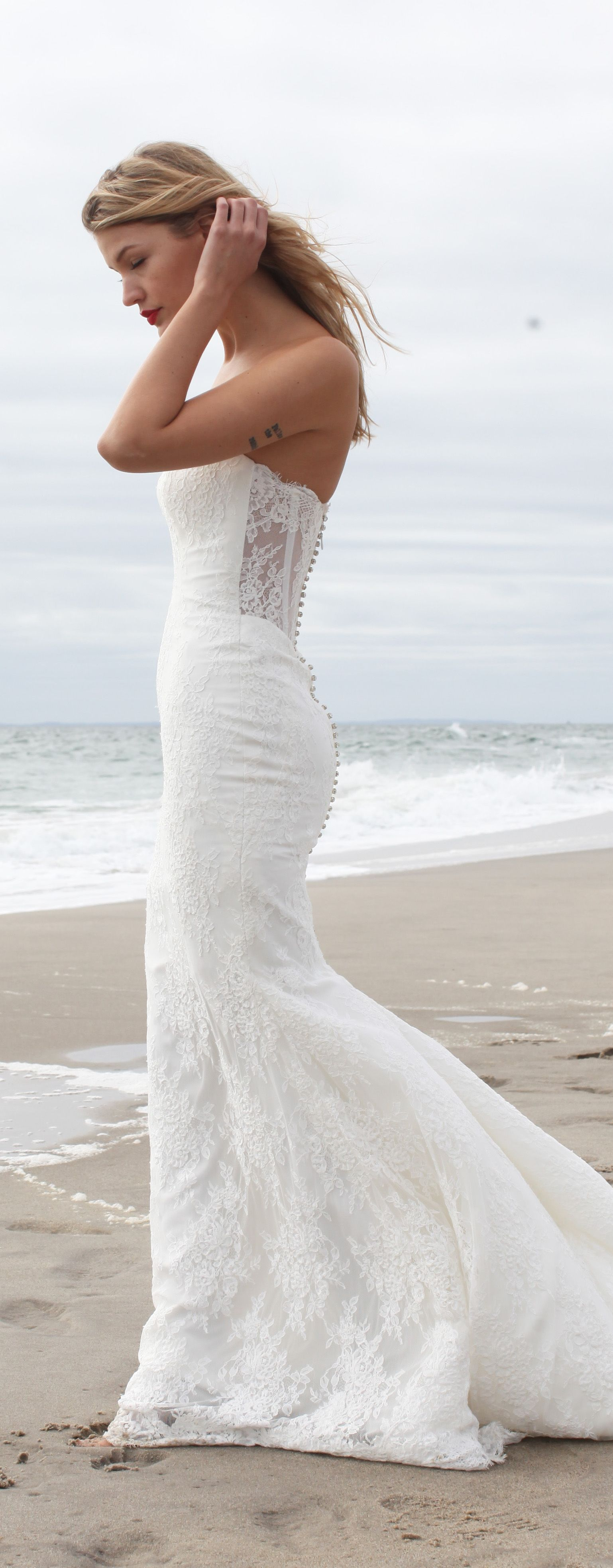 Lace Wedding Dress by Kelly Faetanini I hate mermaid dresses but ...