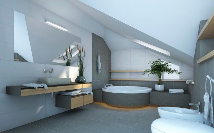Großes Badezimmer Renovierung im Dachgeschoss mit schrägen Decke mit