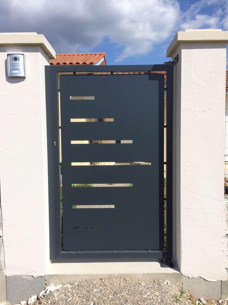 portillon-acier-plein-moderne-VIGNETTE | Terrasses et Extérieurs en ...