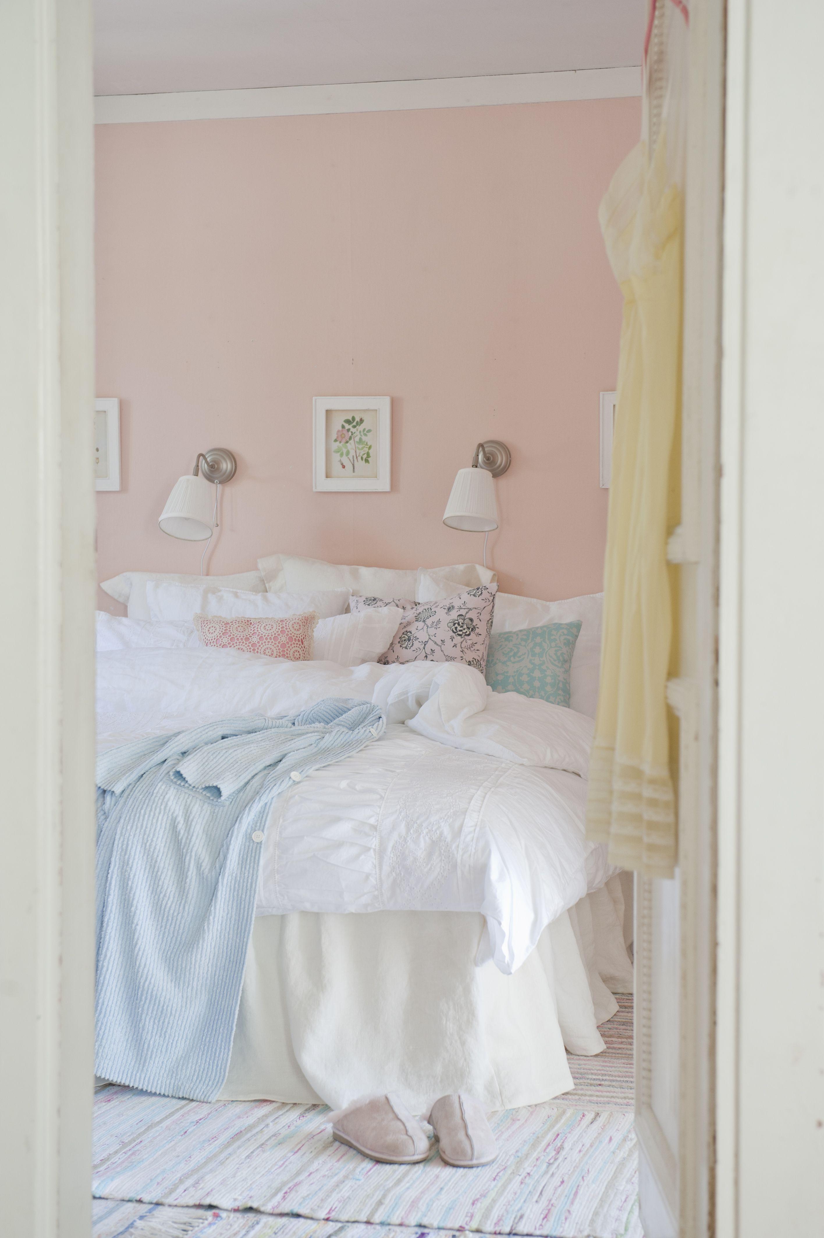 Beautiful country bedroom. Bemz bedskirt in Rosendal Pure