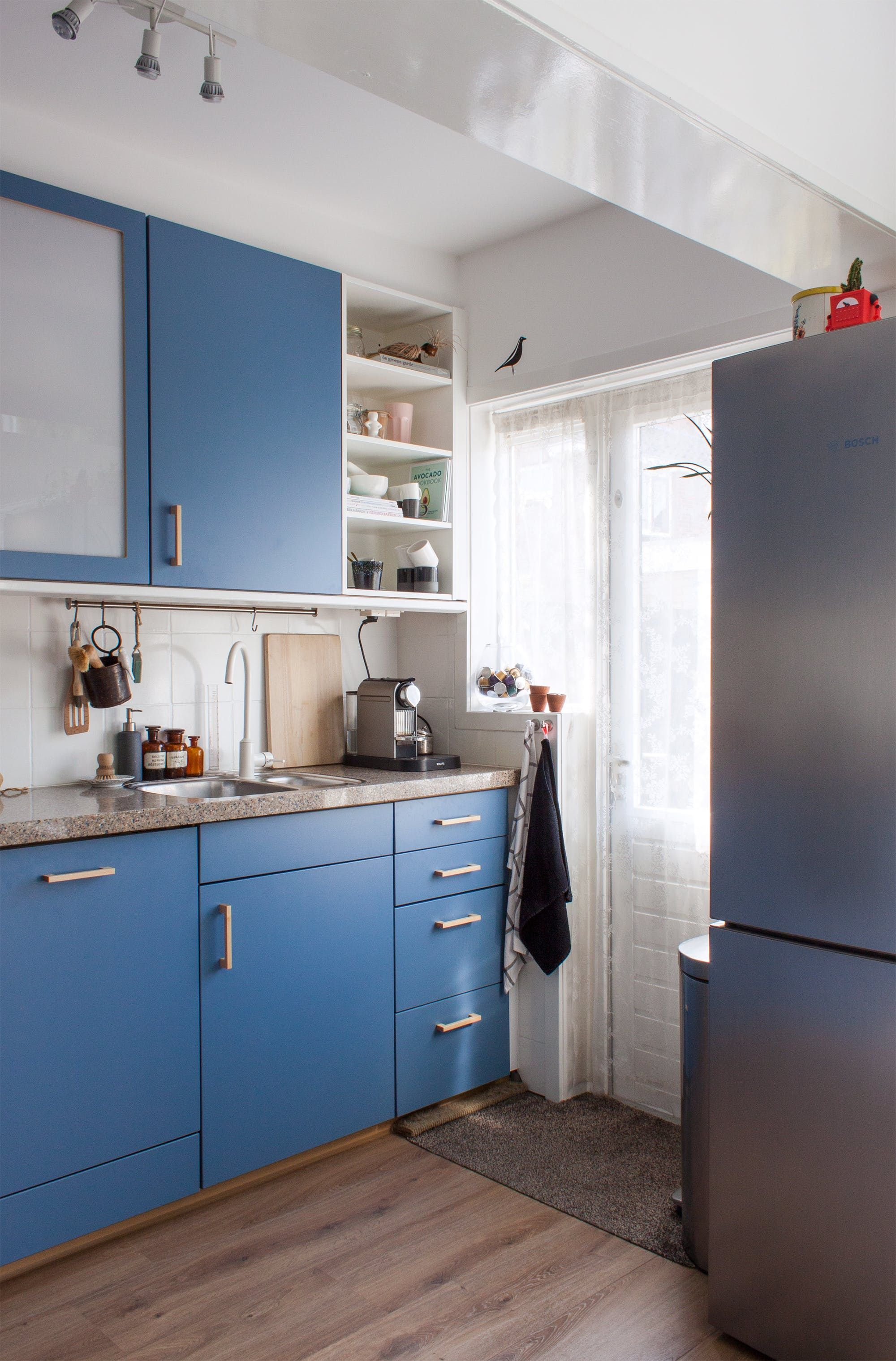 Tour a Dutch Home in Hues of Blue | Jungle vibes, Dutch and Color ...