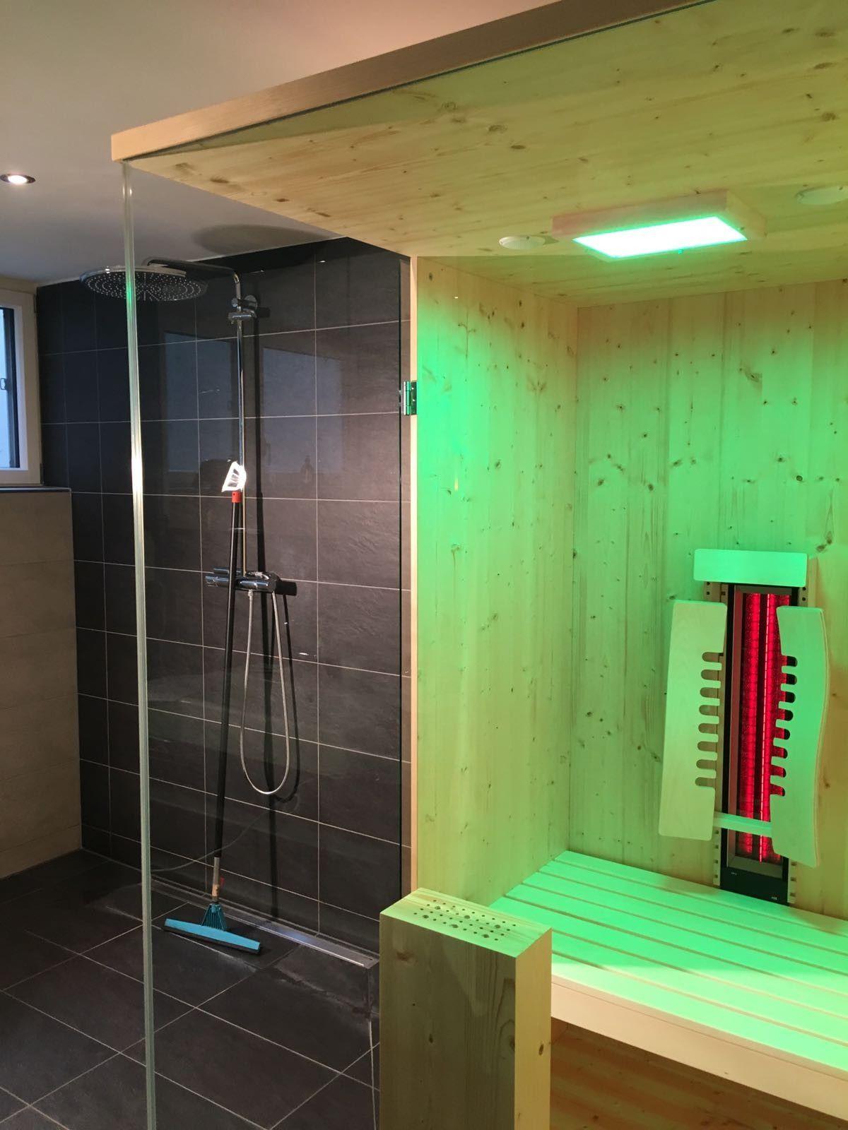Tiefenwarmekabine Im Badezimmer Integriert Durch Viele Glasflachen Fugt Sich Diese Infrarotkabine Nahtlos Ins Portable Sauna Traditional Saunas Locker Storage