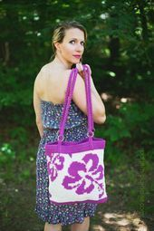 Free Crochet Pattern Hibiscus Tote Bag  Pattern Paradise Free Crochet Pattern Hibiscus Tote Bag  Pattern Paradise This image has get 0 repins Author Kirsty Groves bags pa...