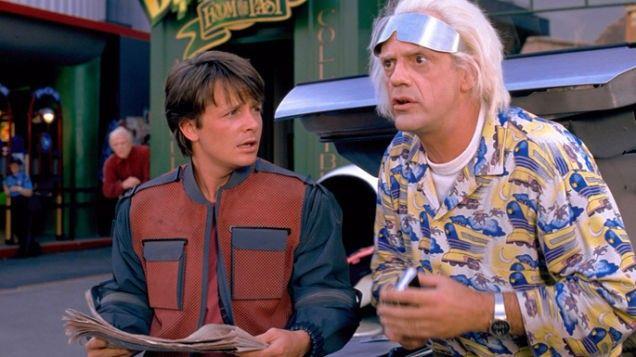 Regreso al futuro 2 (1989)En esta ocasión Marty and the Doc vuelven a juntarse para viajar al futuro aunque un almanaque deportivo pondrá en jaque sus paradójicos viajes temporales.