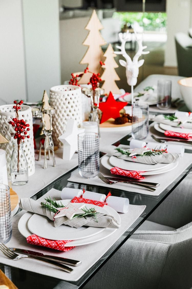 Festive Styling 5 Easy Christmas Ideas For Your Dining Table The Life Creative Decoration Table De Noel Deco Table Noel Table De Noel