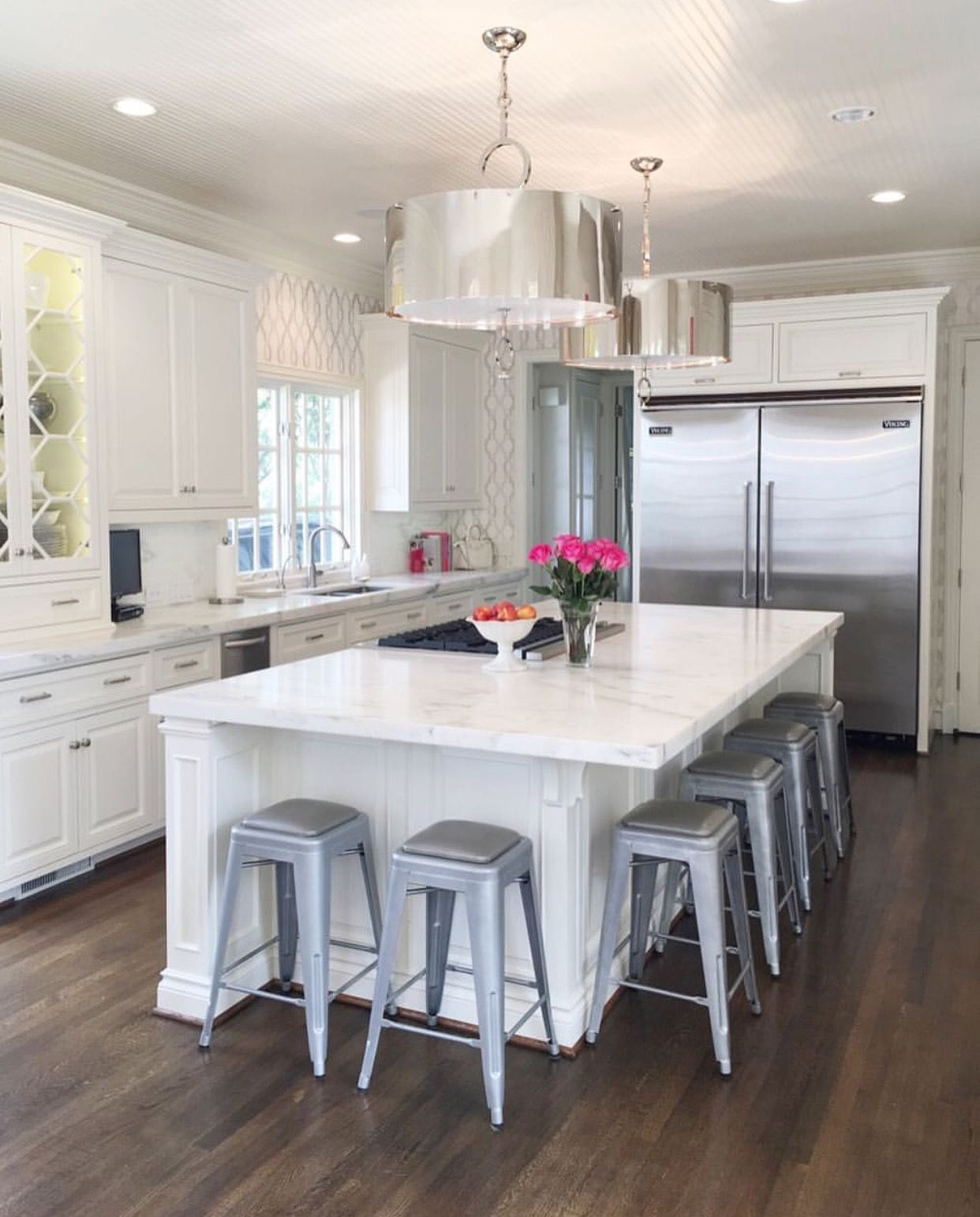 Island seating on corner, no support | Kitchen island with ...