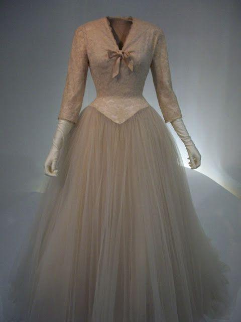 vestido de novia de balenciaga (museo en getaria ) | 20th century