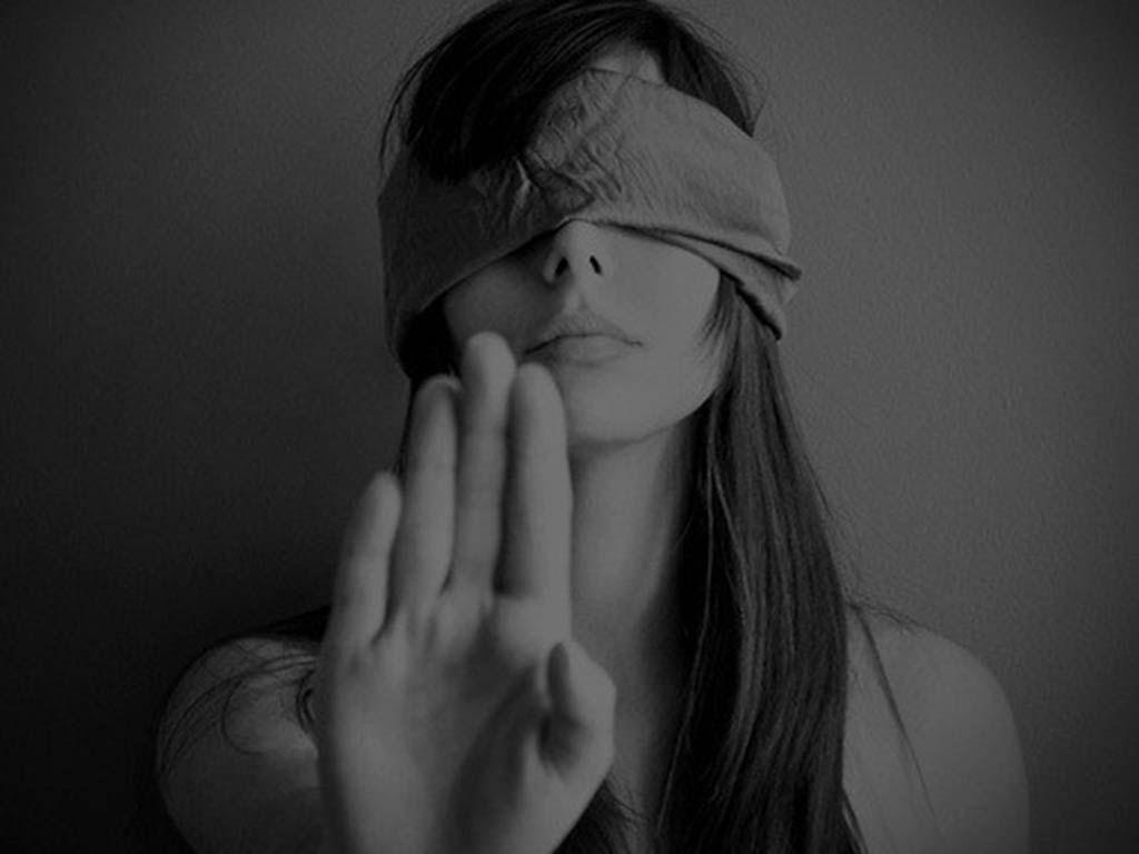 Картинки парень закрывает девушке глаза