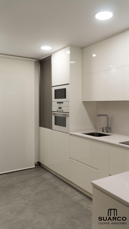 Cocina peque a con zona de comedor cocinas suarco for Ikea gabinetes de cocina