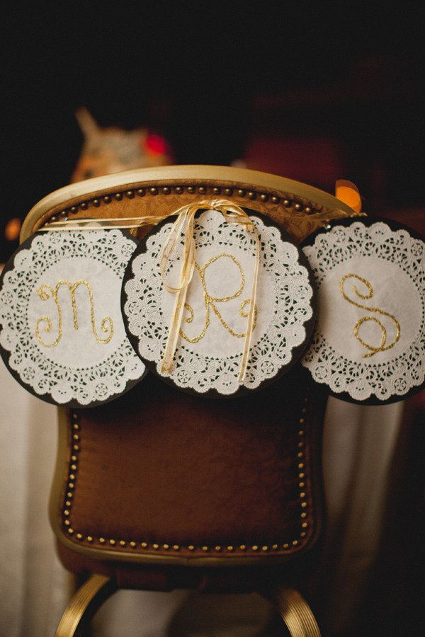 Mr. and Mrs. signs ~ very cute! Photography by taylorlordphotography.com/blog