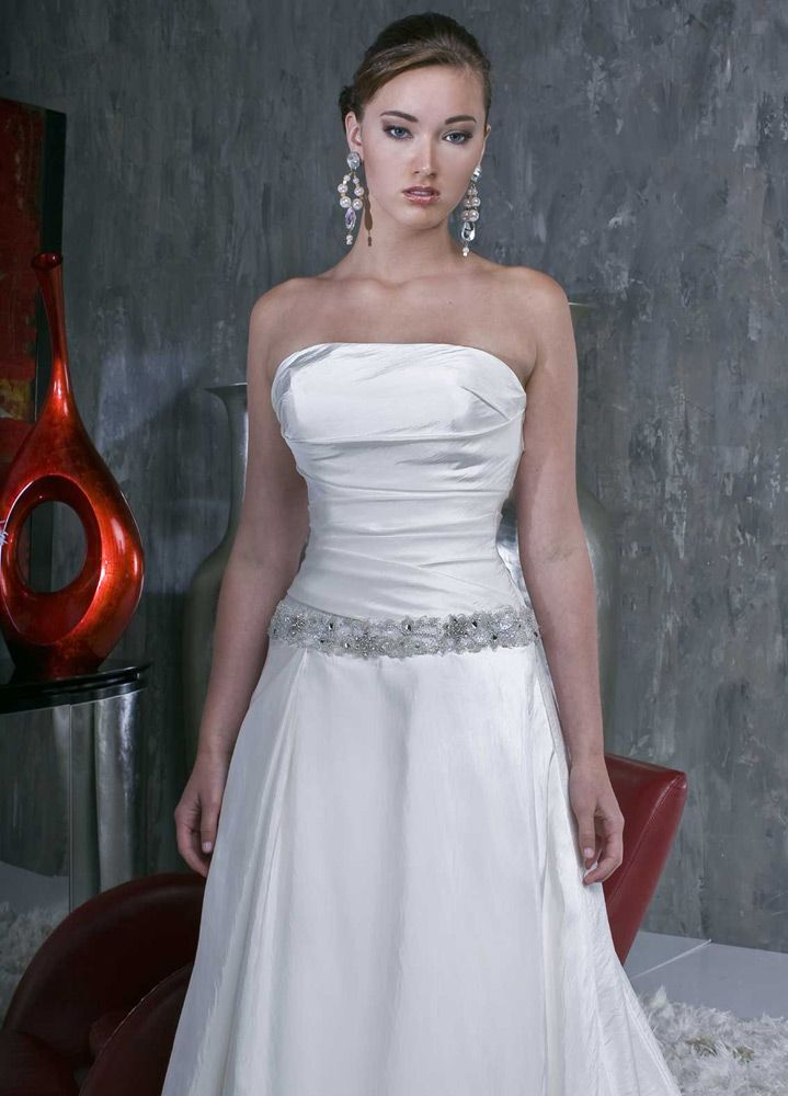 Style 8337 » Wedding Gowns » DaVinci Bridal » Available Colours : Ivory, White (close up)