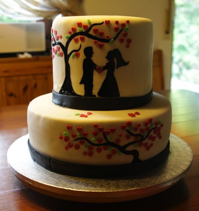 Huhu ihr Lieben, dieses Jahr habe ich nur eine Hochzeitstorte gemacht und die war dafür eine große Herausforderung. Zum einen hatte ich mich beim Gespräch mit dem Brautpaar darauf geeinigt, dass wi…