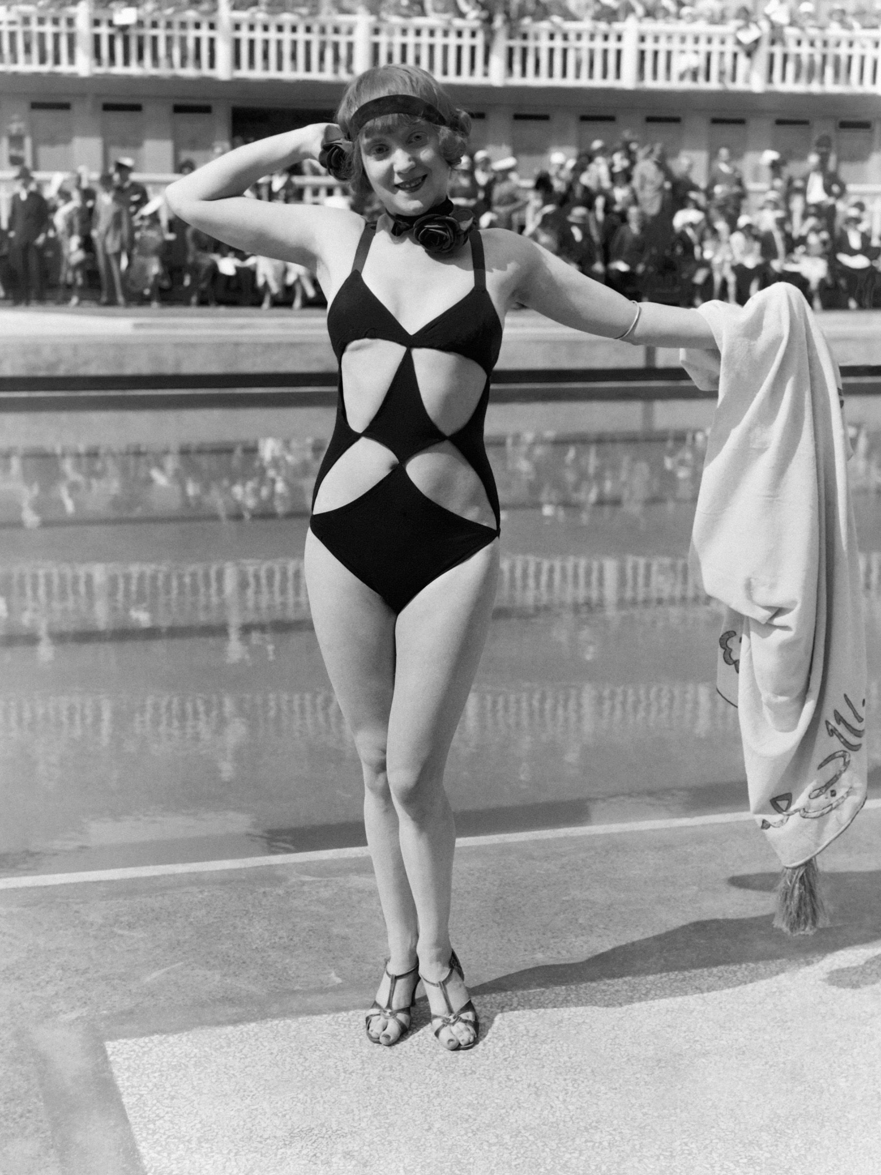 80 Vintage Babes in Bathing Suits to Celebrate That It's 80 Degrees  - ELLE.com