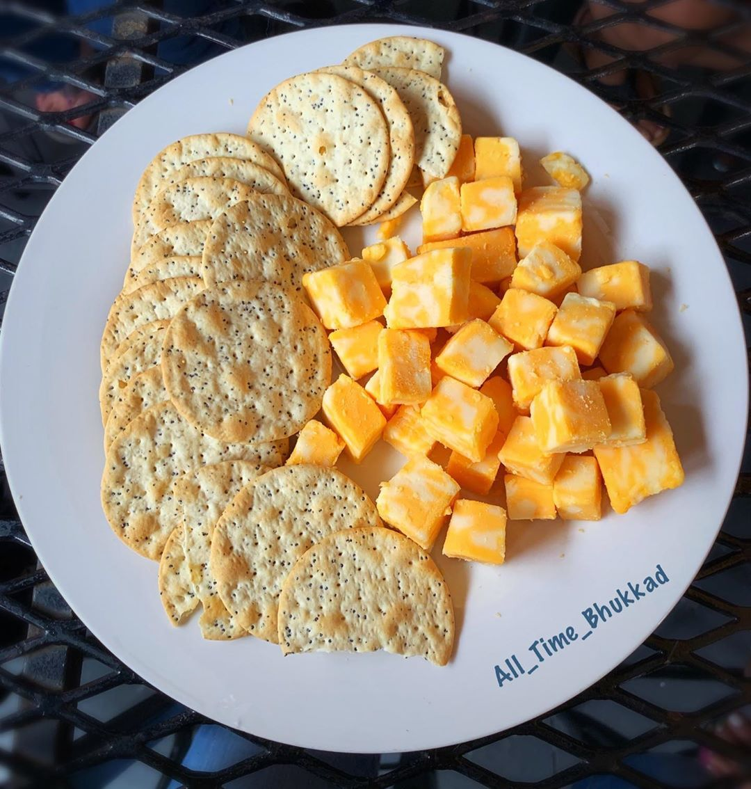 This is what Sunday evening looks like. You have the plate full of cheese but you want a melted cheese not the cold cubes 🙄🙄🙄 . In plate: Cheese and crackers from @archstreettavern .