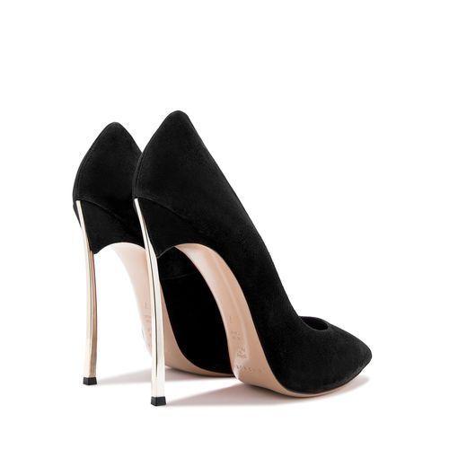 Le scarpe décolleté nere di Ilary Blasi sono il modello sexy che abbini con  tutto- f55ad838bf0