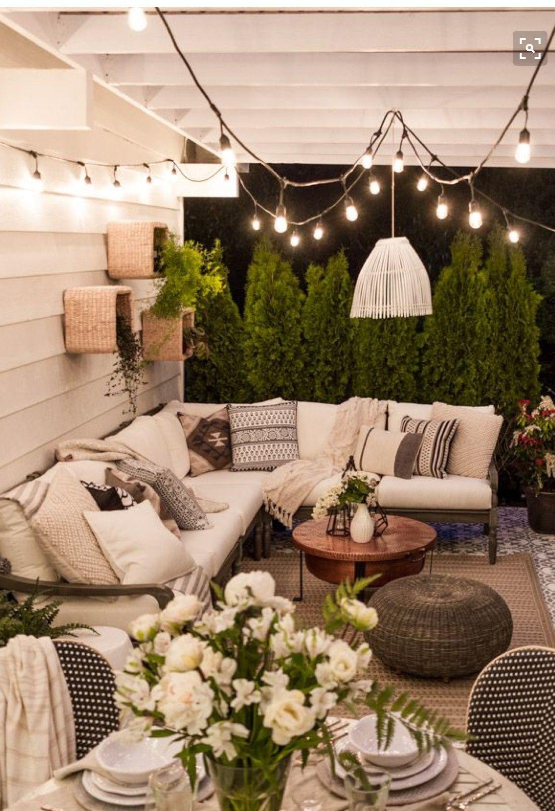 Baskets on wall. | Räume | Pinterest | Balkon, Gärten und Wohnideen