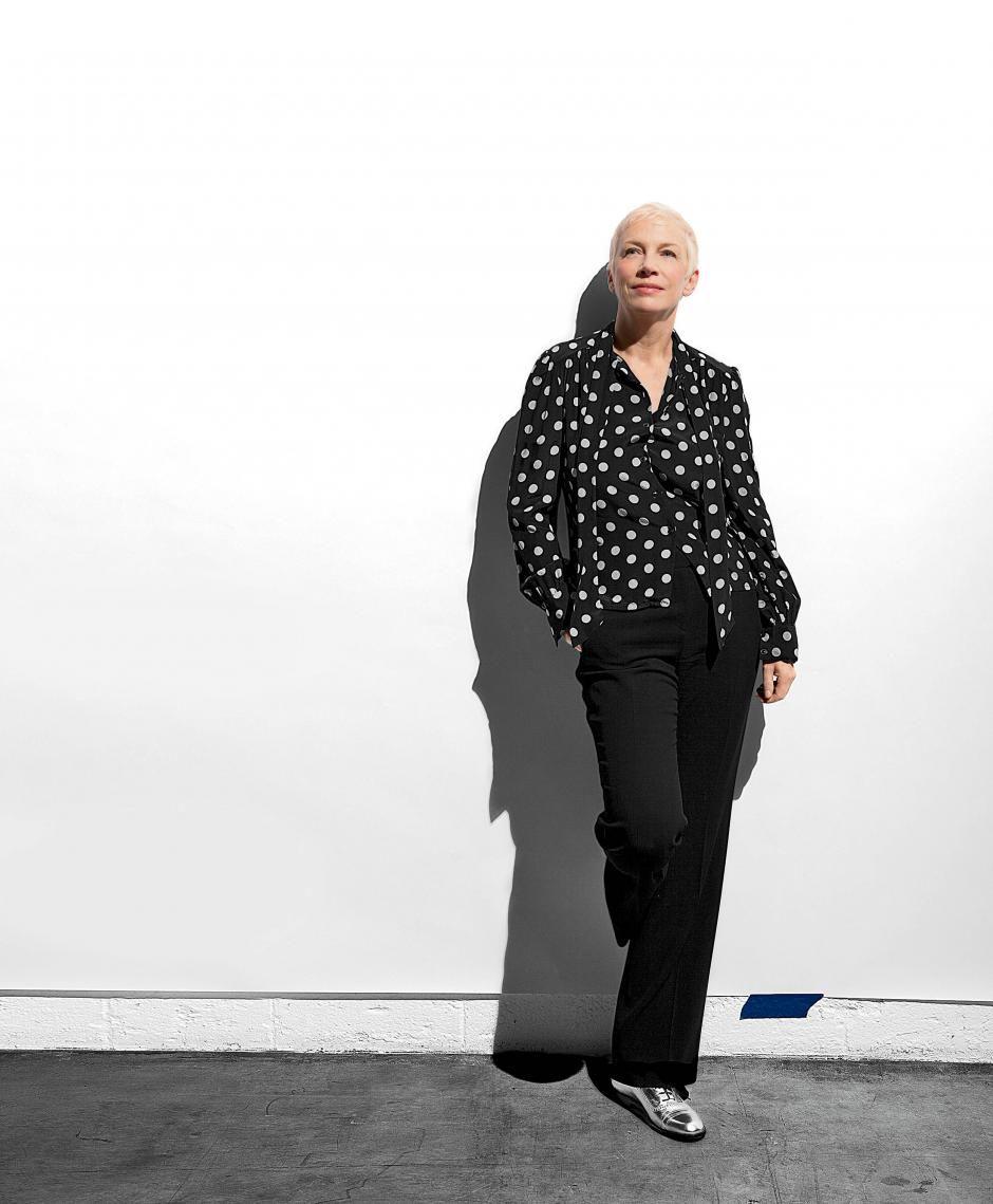 A Diva Annie Lennox, que em 25 de dezembro completará 60 anos, acaba de lançar seu álbum definitivo: Nostalgia, um presente para todos nós, amantes da boa música, de vozes e interpretações ímpares. http://goo.gl/ooNimq