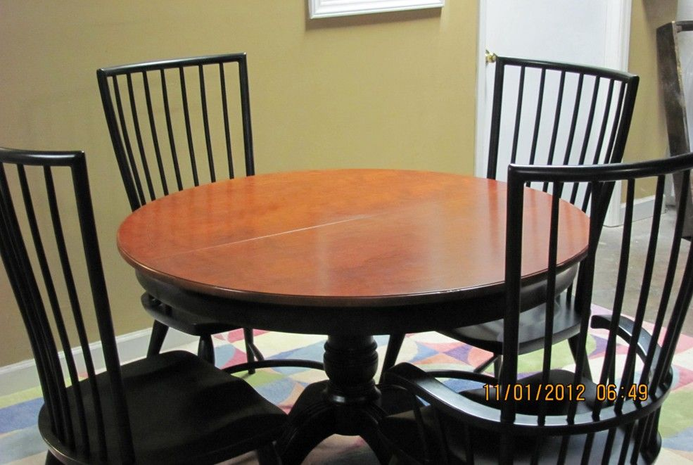 Superbe Thomasville Furniture Cinnamon Hill Round Dining Table And Windsor Chairs  Set $1799