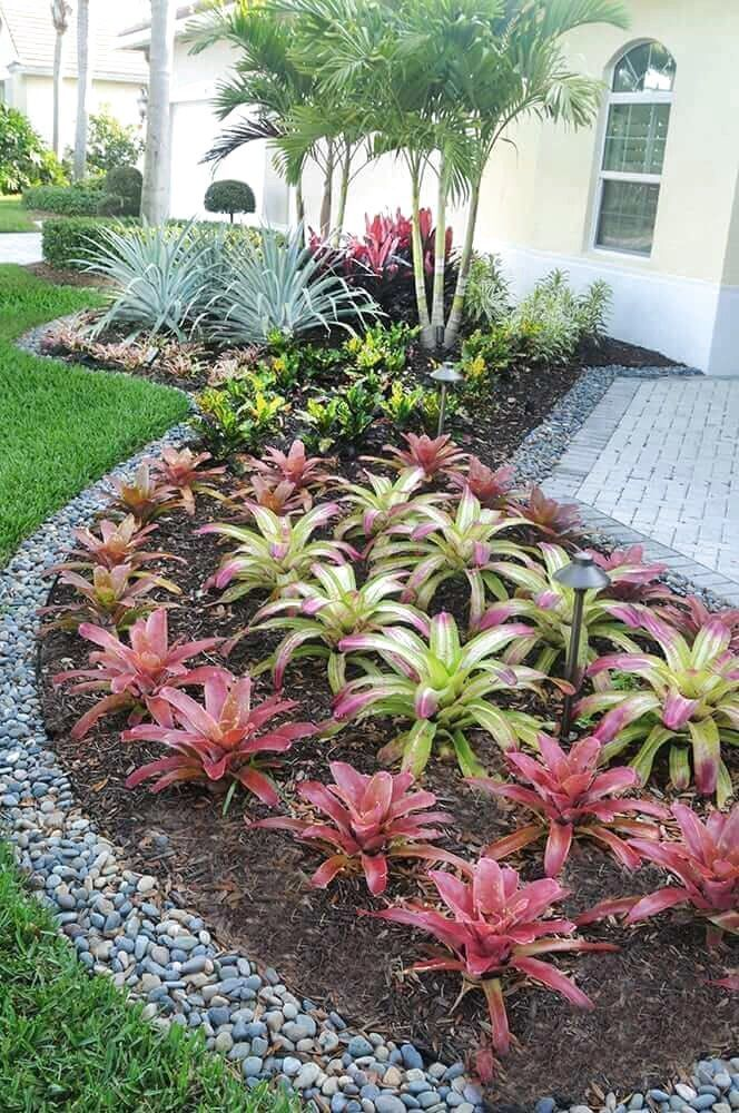 33 Best Tropical Landscaping Ideas #TropicalGardenLandscapingIdeas #TropicalGardenIdeas