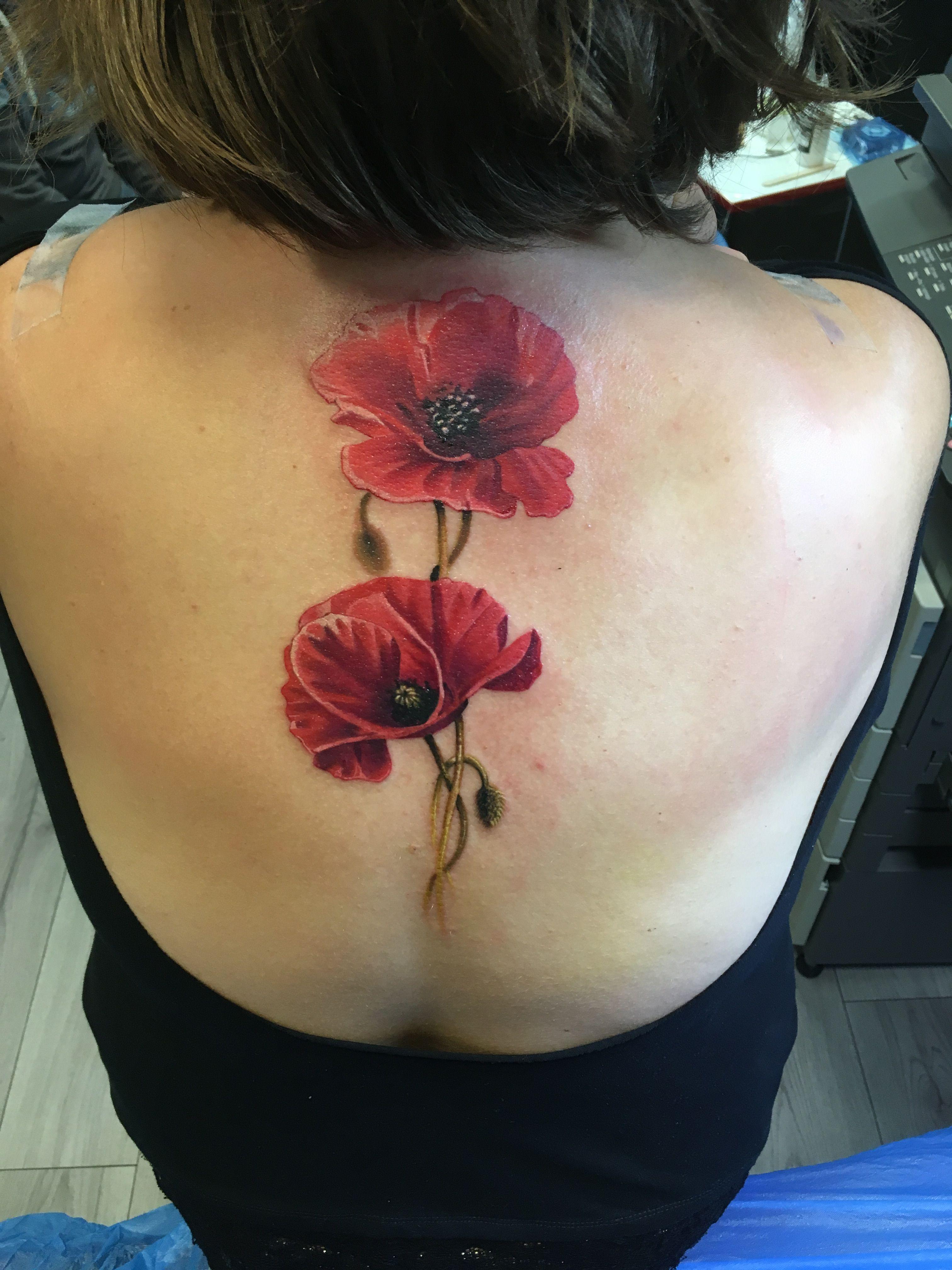 Pin Von Simona Auf Ruckentattoo Mohnblumen Tattoo Mohnblume Tattoo Henna