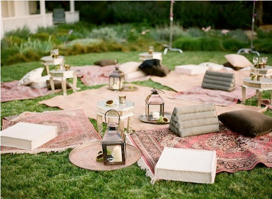 Vintage rugs and lanterns make a very elegant picnic.