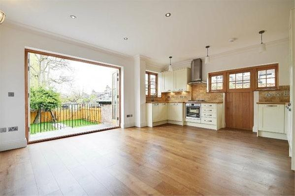 Property in Rookfield Avenue, Muswell Hill, N10 3TS