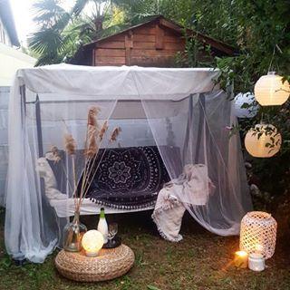 """Photo of Susanne på Instagram: """"Myggnettet ser fint ut, men er faktisk en nødvendighet og ikke bare dekorasjon … Ellers blir vi spist av mygg, spesielt i …"""""""