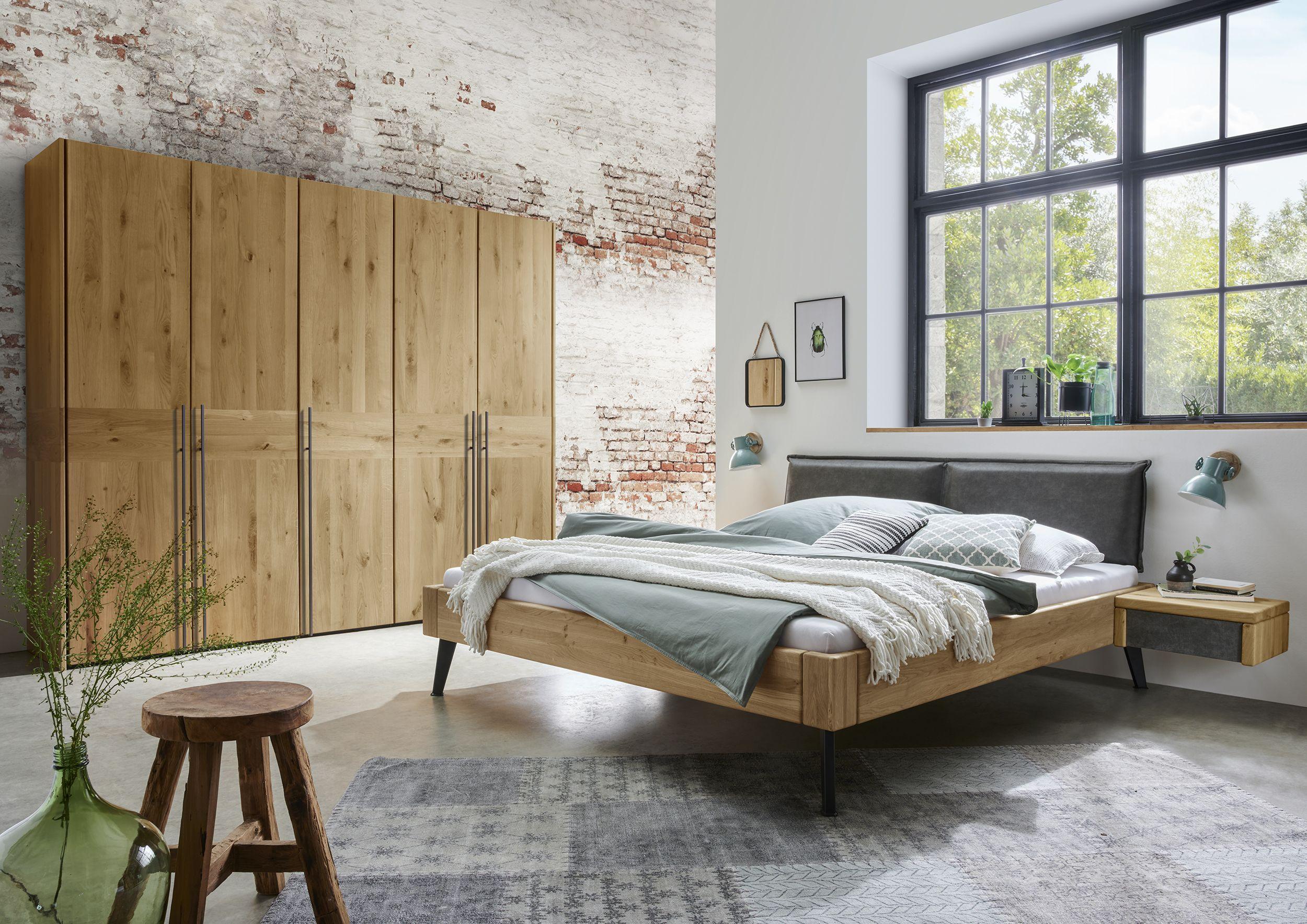 Bett In Massiver Wildeiche Mit Polsterkopfteil Haus Polsterkopfteil Bett