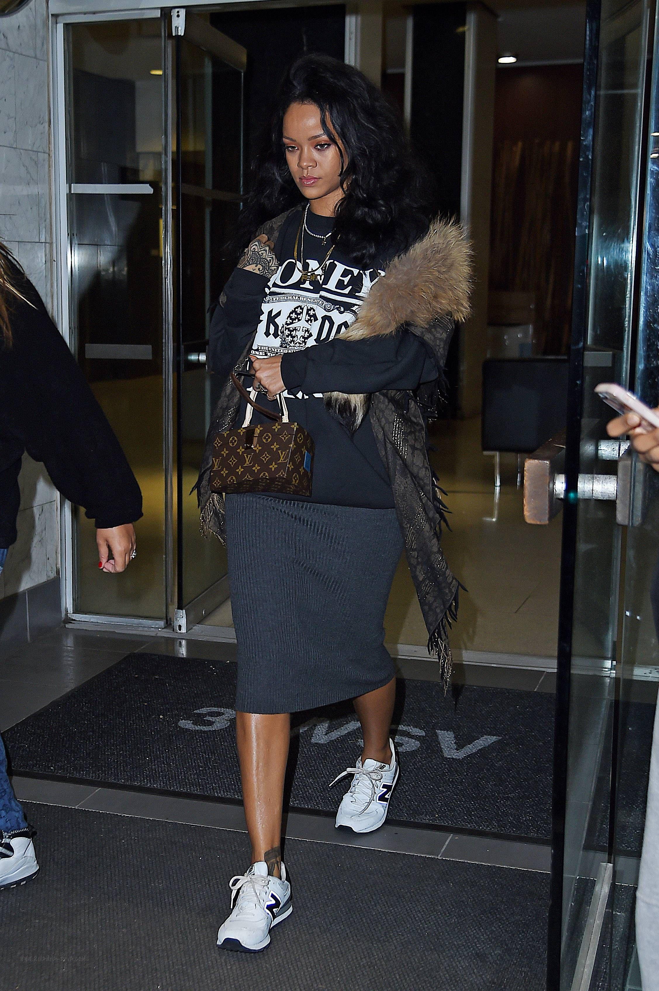 Get the Look Rihanna SpyeSHICNYC Money Talks Sweatshirt New