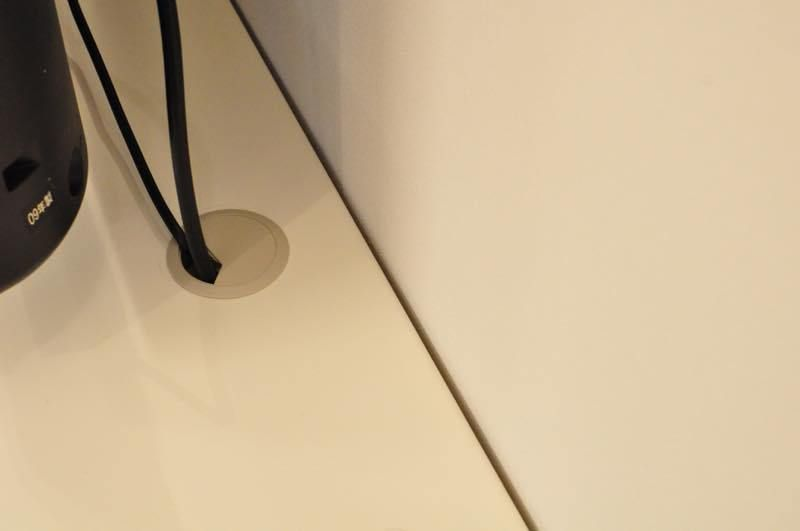 テレビ台を壁につけるため 配線を通す穴を開ける テレビ台 壁 配線