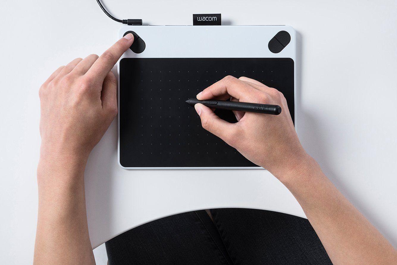 Wacom CTL-490DW-S Intuos Draw Tavoletta grafica...  Un marchio su cui puoi fare affidamento, tra le tablet più vendute con un prezzo accessibile a chiunque desideri realizzare schizzi o dipingere con la semplicità di una penna. Funziona sia per Mac che per Pc con adattatore wireless.
