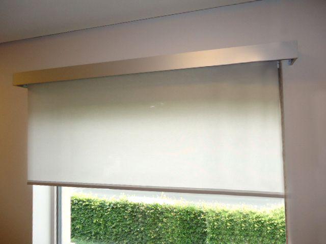 een afdekprofiel voor rolgordijnen is ideaal als u in een strak interieur de buis met de stof en de steunen van het gordijn wilt verbergen