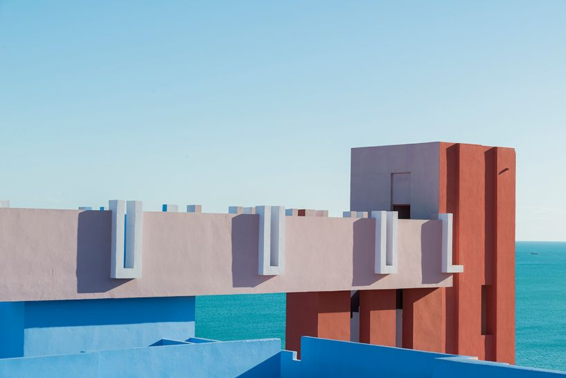 We're continuing this week's spring-fresh theme with this cool photography by Andrés Gallardo of Ricardo Bofill's 'La Muralla Roja'. Built in 1973, it's one of the best examples of arab-mediterranean architecture, with an amazing colour palette and bold geometrical shapes.