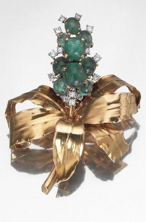 GOLD, PLATINUM, DIAMOND AND EMERALD BROOCH HYACINTH, CARTIER PARIS, 1940S realized as a hyacinth flower decorated with cabochon emeralds and brilliant-cut diamonds in gold leaf, punches of gold and platinum, goldsmith, signed Cartier Paris