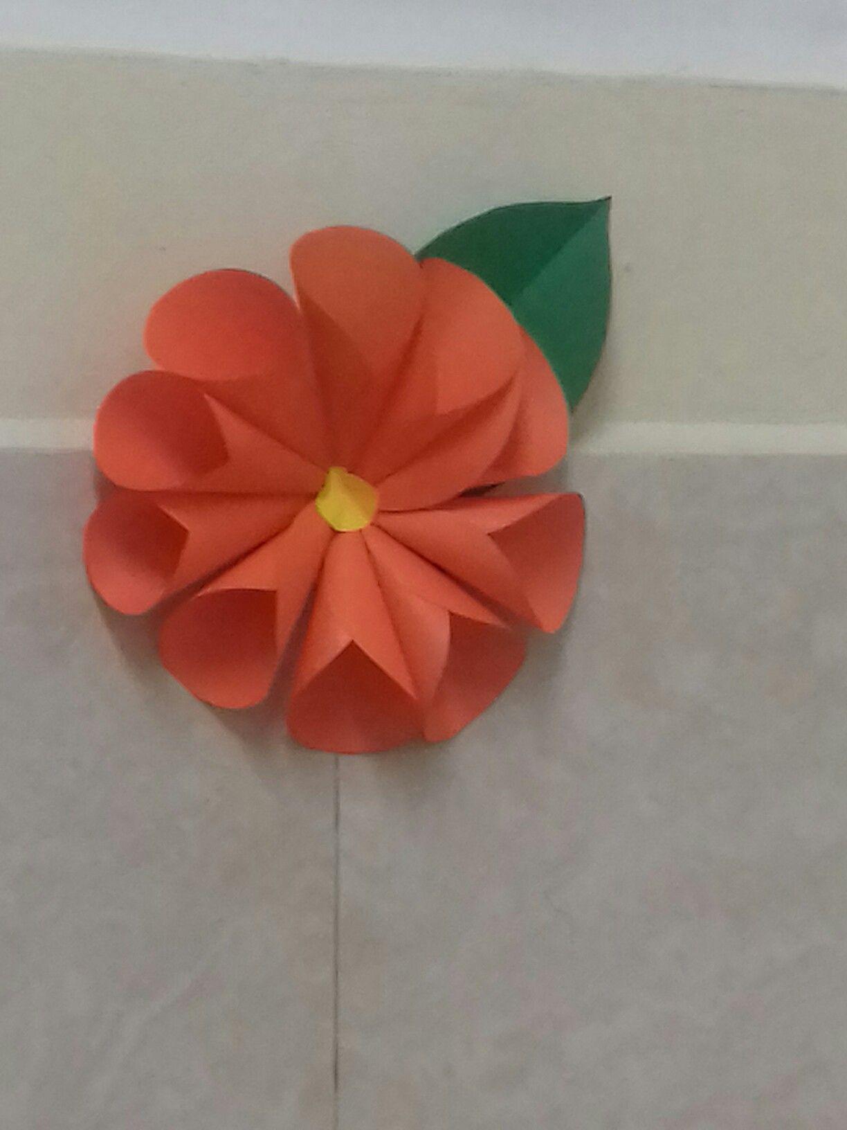 Flor hecha de hojas de color | Manualidades hechas por Mi ...