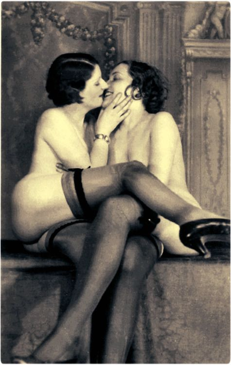 Are two 1930 erotic photo PELIROJA...MARAVILLOSO