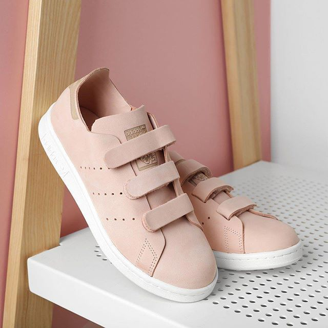 adidas stan smith scratch sneakers pinterest bonnes id es baskets et pink. Black Bedroom Furniture Sets. Home Design Ideas