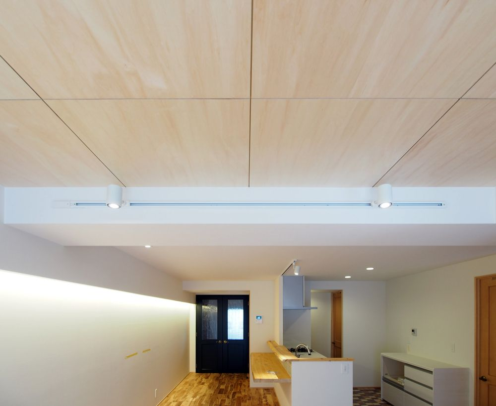 リビングの天井はシナベニヤ張り シナベニヤ リフォーム アイデア