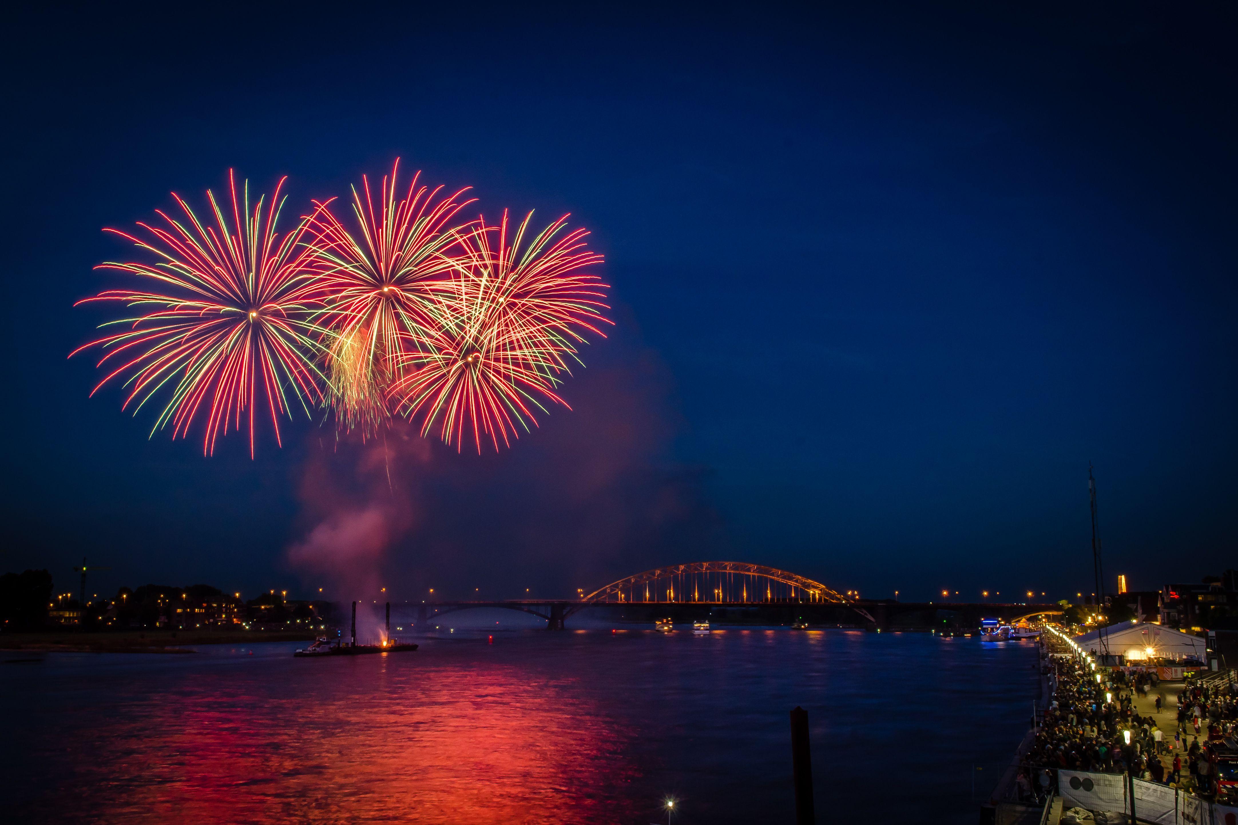Vuurwerk Aan De Waal Nijmegen